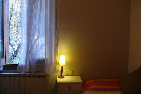 Lloguer d'habitació individual - Bigues i Riells - House