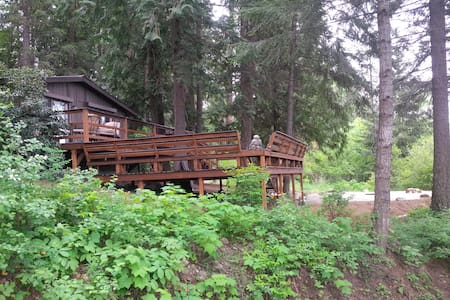 Pet Friendly, Cedar Forest Retreat - Sagle