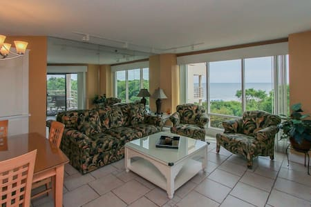 Updated 2BDR Vacation Condo