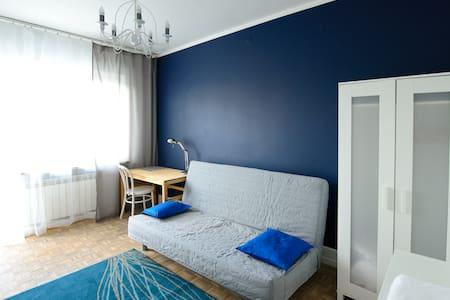 Blue room & Bike. Warsaw Sunrise - Huis