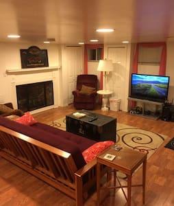Beautiful Home on 10th and Pine - Philadelphia - House
