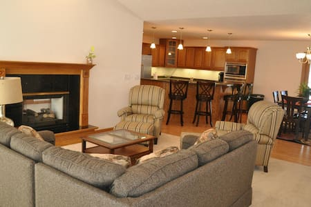 2 BD Modern Townhome Centrally located - Grand Forks - House