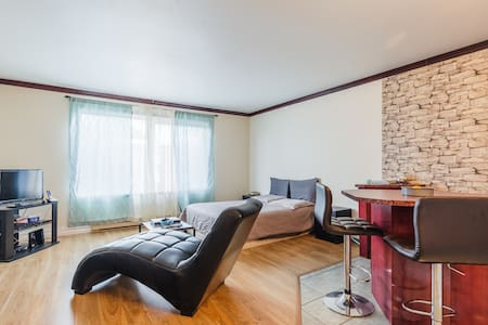 Beau Loft accessible piscine et gym - Apartment