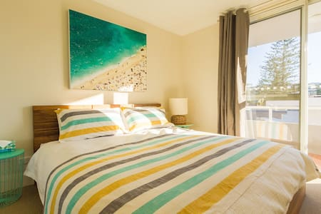 Sunny quiet Manly Beach apartment - Daire