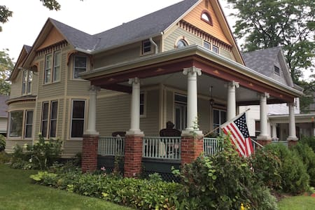 Pleasant Place Inn B&B Captains Rm - Port Huron
