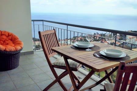 Charming Apartment with Sea View - Free Wifi - Leilighet