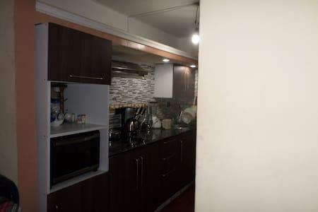 Confortable apartamento en Charallave - Lakás