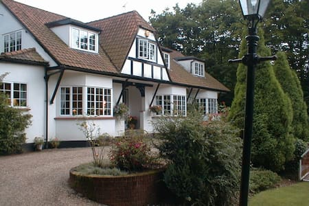 Luxury 5*  rooms close to London - Bed & Breakfast