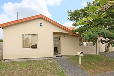 Homely Stay@ West Auckland - Apartament