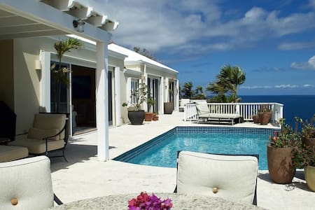 Luxury Villa - Stunning Ocean Views - Northside - Casa