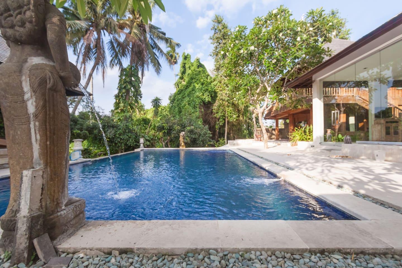 7 bedrms Villa Jatayu Canggu-Bali