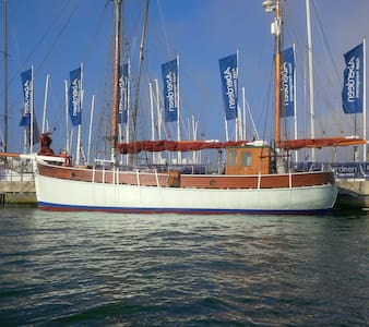 Historic Wooden Boat in Popular Marina Sleeps 7 - Cowes - Vene