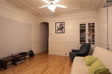 No frills room in Mile-end / Plateau - Montréal - Appartamento