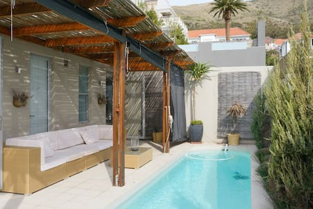 Enticing SeaPoint Property