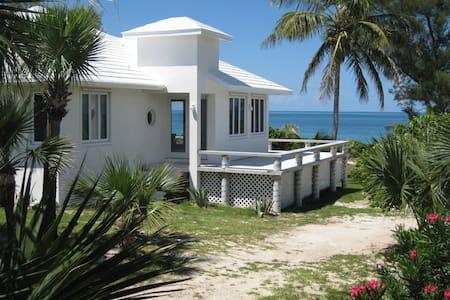 Oceanfront 4 bedrooms cottages ,free dockage !
