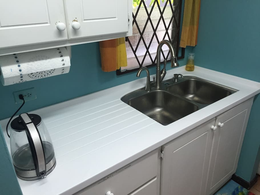 New kitchen sink and countertop with filtered water (no more buying bottles)