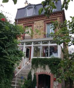 Charmîng house with garden - House