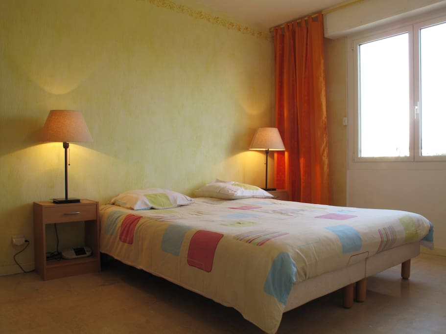 Bedroom with twin  beds - can be separated