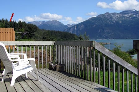 The Cottage-1 BR, amazing view, downtown - Huis