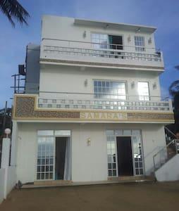 Cozy Onay Beach House - Bed & Breakfast