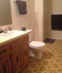 Quiet Room/Bath, Private entrance - Hus