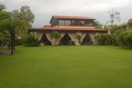 Villa in Portorosa 1min from beach - Maison