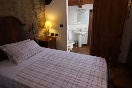We offer in Farmhouse of the 15th century a beautiful double room with large and comfortable double bed and bathroom with shower. Included are the typical Bolognese hospitality and breakfast.  This room has a very small window.