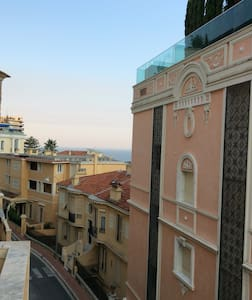 Climatisé, proche gare train Monaco - Bed & Breakfast