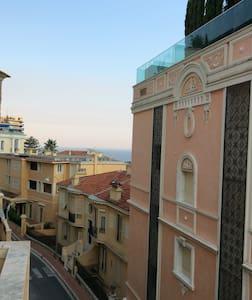 Climatisé, proche gare train Monaco - Beausoleil - Wikt i opierunek