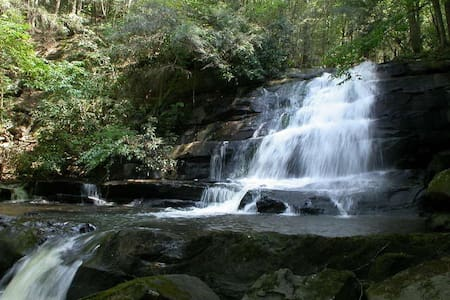 "Waterfall Cabin ""Callingwater"" - Cabanya"