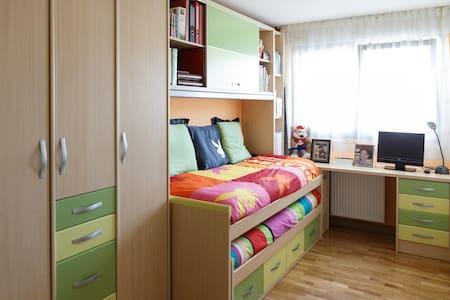 Private room with breakfast - Planta sencera