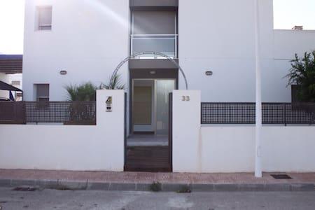 Casa moderna con piscina privada - House