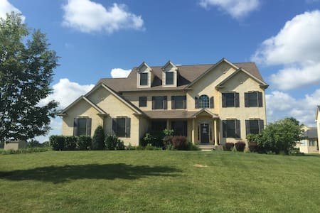 Philadelphia Home in the Suburbs - Eagleville - House