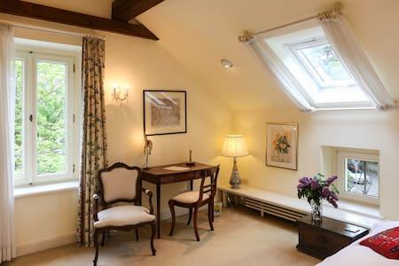 Gemütliches Gästezimmer in Villa - Villa
