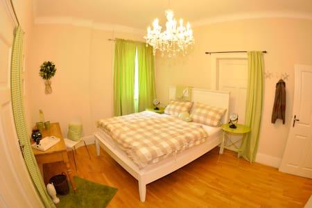 Stilvolles Bed&Breakfast - 59€ - Wiesbaden