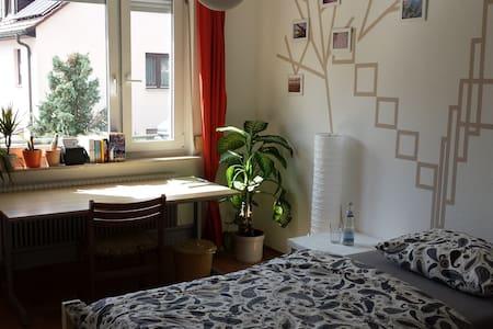 Bilder-Buch-Zimmer - Stuttgart - Apartment