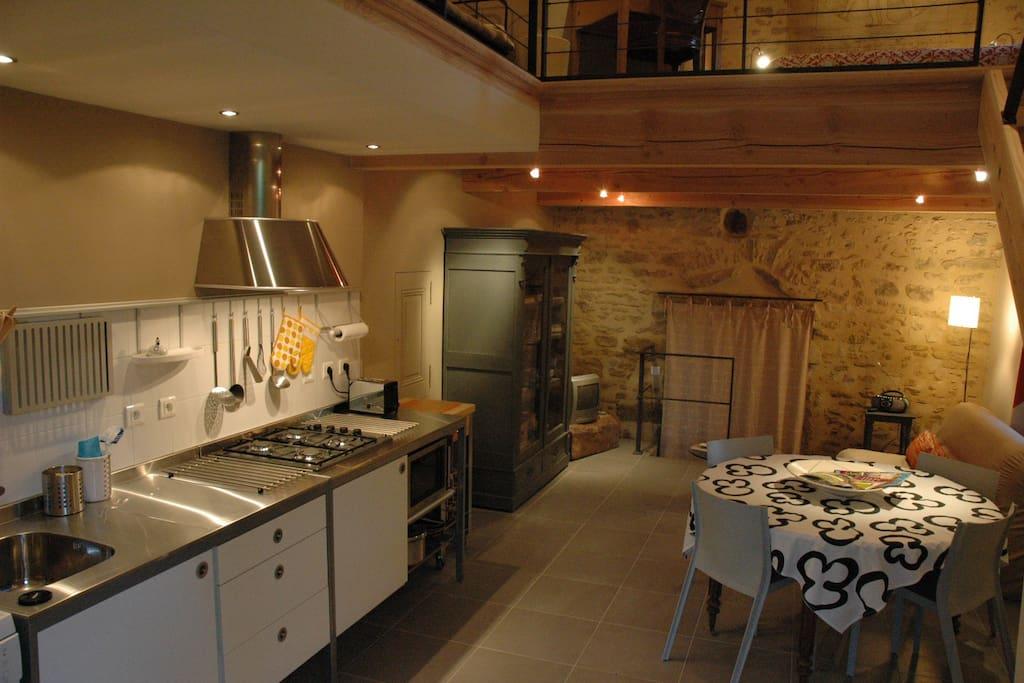 Gite independant dans mas provencal appartements louer for Interieur mas provencal