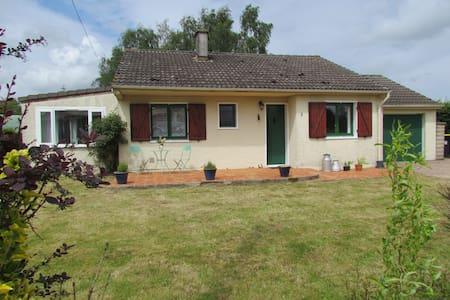 Spacious family home in village. - Casa