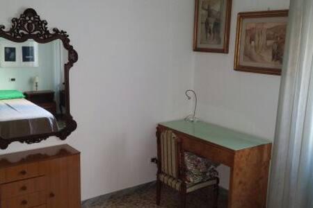 Affittasi camera per brevi periodi - Arezzo - Apartment