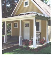 Custom Built Rose Bud Cottage - Bemus Point - House