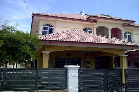 Dzumia Homestay - Ház