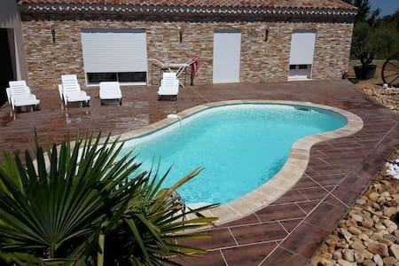 Gîte neuf avec piscine sud Ardèche - Grospierres - Villa