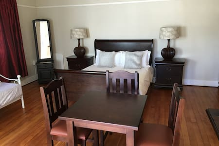 Room 5 - The Eagle queen+single - Kimberley - Casa de hóspedes