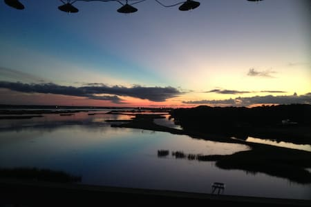 Topsail Island waterfront sanctuary - 一軒家