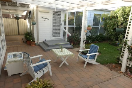 A quiet private self-contained unit - Werribee - Hytte (i sveitsisk stil)