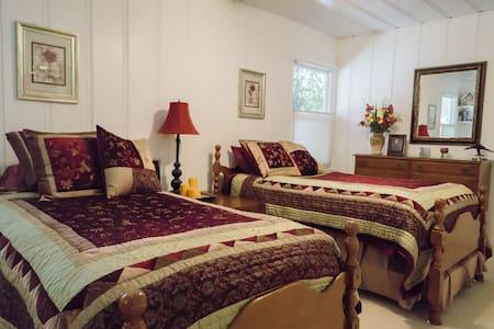 Michael's Room at Barlocker's Rustling Oaks Ranch - 萨利纳斯(Salinas)