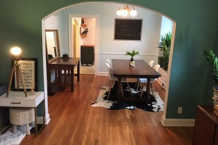 Updated Bungalow in Broad Ripple- Walk everywhere! - Dům