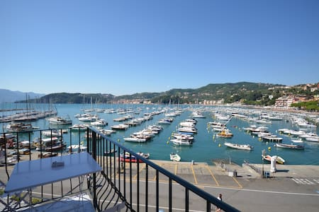 Al Molo Sea View Rooms - Lerici - Inap sarapan
