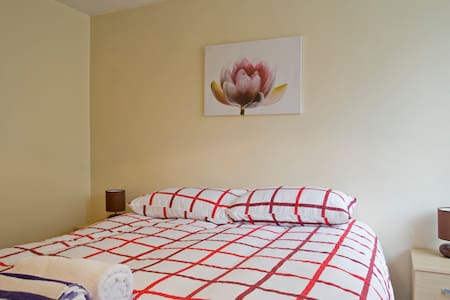 Near City Centre -Cosy Kingsizebed* - Wolverhampton - House