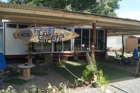 The Spot Hostel for Travelers on a Budget Dorm 3 - Haus